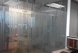 dán decal văn phòng English4u tại tòa nhà pvi trần thái tông